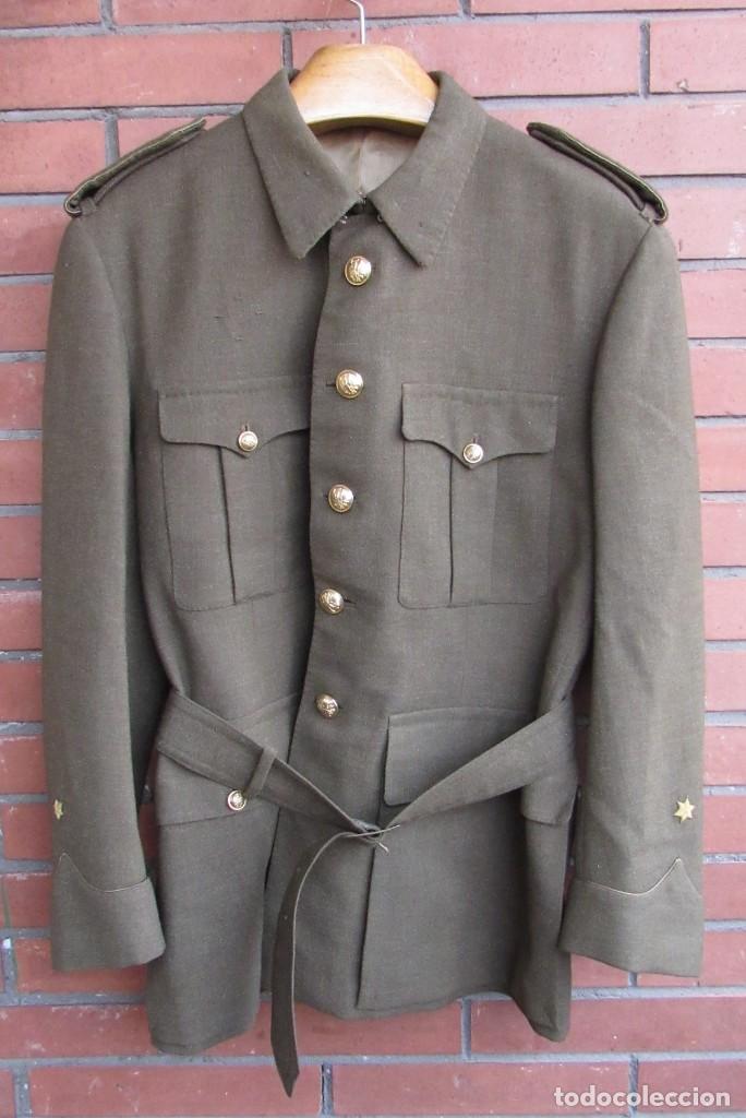 UNIFORME: CHAQUETA, GUERRERA DE ALFÉREZ DEL EJERCITO ESPAÑOL CON PANTALÓN, TALLA L, REGLAMENTO 1943. (Militar - Uniformes Españoles )