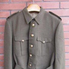 Militaria: UNIFORME: CHAQUETA, GUERRERA DE ALFÉREZ DEL EJERCITO ESPAÑOL CON PANTALÓN, TALLA L, REGLAMENTO 1943.. Lote 191495525