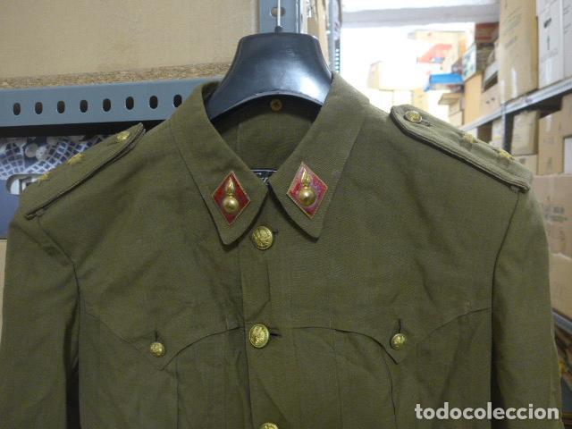 Militaria: Antigua guerrera sahariana de verano, de teniente bordado en hombreras, artilleria. Epoca Franco. - Foto 2 - 191508970