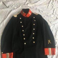 Militaria: GUARDIA CIVIL, LEVITA DE SUBOFICIAL ÉPOCA ALFONSO XIII, CON DISTINTIVO DE TIRADOR SELECTO.. Lote 192258623