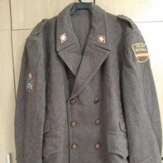 Militaria: ABRIGO CUERPO POLICIA NACIONAL MARRON 1979-1986 TALLA 56 (GRANDE XL). Lote 194300223