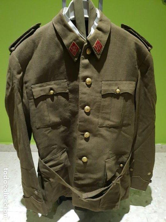 Militaria: Excelente uniforme de un teniente de infanteria del ejército Español. Época de franco - Foto 2 - 194346292