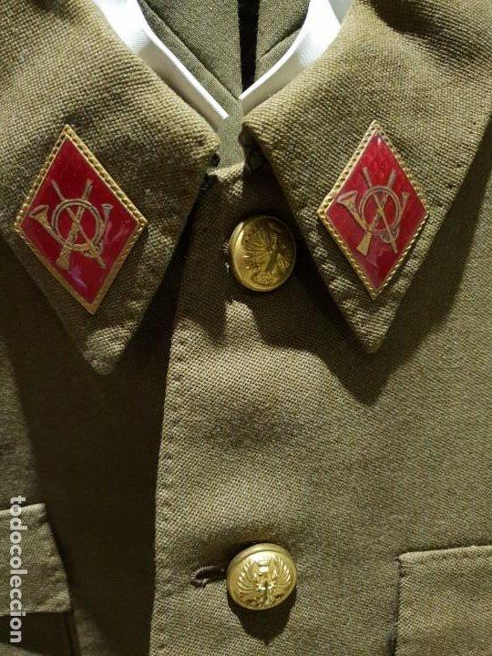 Militaria: Excelente uniforme de un teniente de infanteria del ejército Español. Época de franco - Foto 3 - 194346292