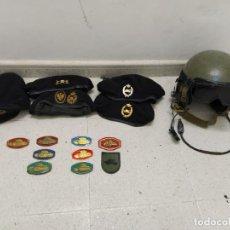 Militaria: COLECCIÓN PRENDAS DE CABEZA, BOINA Y CASCO. E INSIGNIAS DE CARRISTAS TANQUISTAS ESPAÑOLES.. Lote 194917372