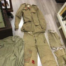 Militaria: ROPA MILITAR EJERCITO ESPAÑOL TIERRA AÑOS 40. GUERRERA,PANTALON,CAMISA,MONO,POLAINAS Y GORRA. VILR. Lote 194939095