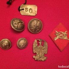 Militaria: ANTIGUOS 4 BOTÓN / BOTONES Y 2 INSIGNIAS DE AGUILA EJERCITO FRANCO . Lote 195229436