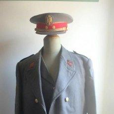 Militaria: (JX-200285)UNIFORME DE COMANDANTE JEFE DE LA POLICÍA ARMADA,GORRA PLATO CON GRADO TENIENTE CORONEL. Lote 195321916