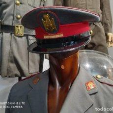 Militaria: GUERRERA CHAQUETA AMERICAN CON GORRA POLICIA ARMADA GRISES, ROMBOS, FRANCO, AGUILA,INSIGNIAS. Lote 196154593