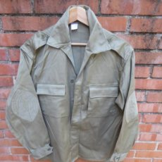 Militaria: CAMISOLA DEL EJÉRCITO ESPAÑOL. CHUPITA MILI M-67 TALLA 46. Lote 196802126