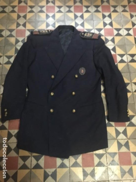 (M) ANTIGUA CHAQUETA ÉPOCA FRANQUISTA CON LAS HOMBRERAS BORDADAS CON EL ANTIGUO ESCUDO DE ESPAÑA Y (Militar - Uniformes Españoles )