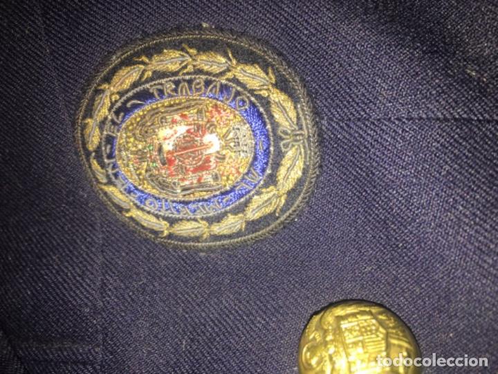 Militaria: (M) ANTIGUA CHAQUETA ÉPOCA FRANQUISTA CON LAS HOMBRERAS BORDADAS CON EL ANTIGUO ESCUDO DE ESPAÑA Y - Foto 2 - 197313906