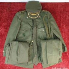 Militaria: TRAJE DE CORONEL DEL EJERCITO. GORRA CHAQUETA Y PANTALONES. CIRCA 1940. . Lote 197388493