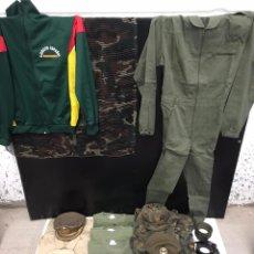 Militaria: LOTE DE ROPA MILITAR Y MÁS. Lote 197434710