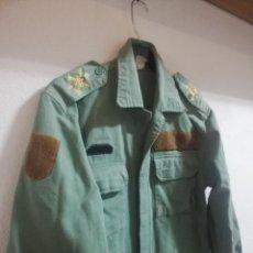 Militaria: LEGION ESPAÑOLA CAMISOLA SARGA CON ESCUDOS BORDADOS TALLA 2N - CHUPITA. Lote 198260758