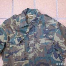 Militaria: CAMISOLA M-82 DEL EJÉRCITO ESPAÑOL. WOODLAND GUERRA DE BOSNIA. Lote 202674001