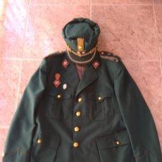 Militaria: GUERRERA Y GORRA TERESIANA DE TENIENTE CORONEL DE LA CRUZ ROJA -. Lote 204779916