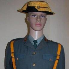 Militaria: UNIFORME GUARDIA CIVIL CON CORREAJE Y TRICORNIO DE GALA AÑOS 60. Lote 206507833