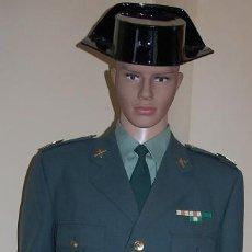 Militaria: UNIFORME DE ACTOS OFICIALES DE LA GUARDIA CIVIL CON LA GRADUACION DE SARGENTO 1º. Lote 207025745