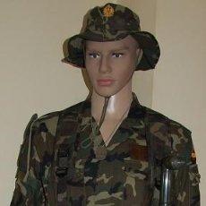Militaria: UNIFORME MIMETIZADO BOSCOSO EJERCITO DE TIERRA AÑOS 90/2000 EN PERFECTO ESTADO Y CON COMPLEMENTOS. Lote 207267485
