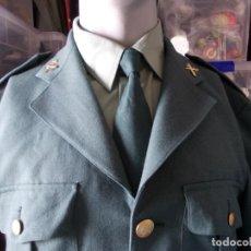 Militaria: UNIFORME DE LA GUARDIA CIVIL DEL AÑO 1996 CHAQUETA, PANTALÓN CAMISA CORBATA Y INSIGNIAS. Lote 209307675