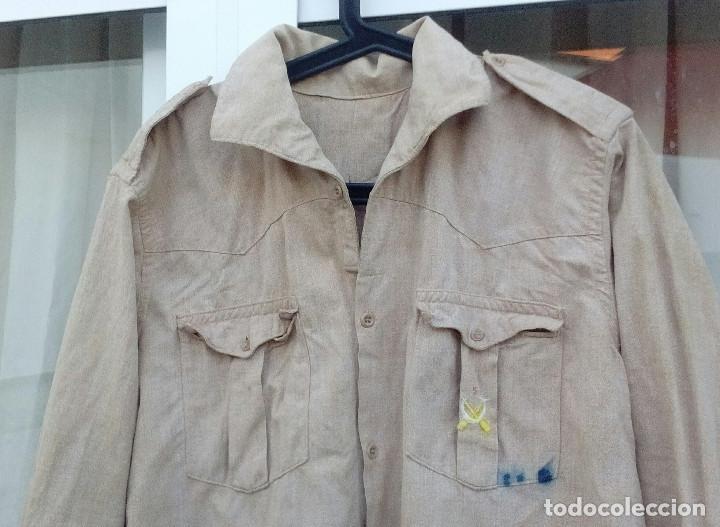 Militaria: CAMISA REGULARES POSTGUERRA (Años 40 a 60).Camisa garbanzo emblema Regulares bordado.(nº5 Alhucemas) - Foto 2 - 210414663