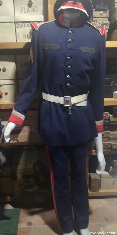 ANTIGUO UNIFORME DE LA GUARDIA DE FRANCO CON GORRA DE PLATO (Militar - Uniformes Españoles )