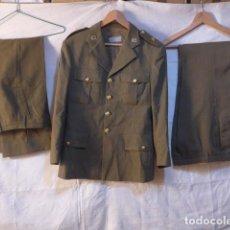 Militaria: UNIFORME DE COMANDANTE DE SANIDAD MILITAR CON SU PARCHE. GUERRERA Y 2 PANTALONES. Lote 214861098
