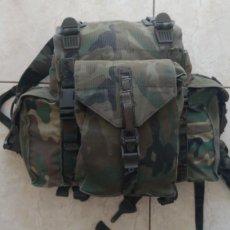 Militaria: MOCHILA LIGERA DE COMBATE EJÉRCITO ESPAÑOL 3 BOLSILLOS CAMUFLAJE BOSCOSO. Lote 215335635