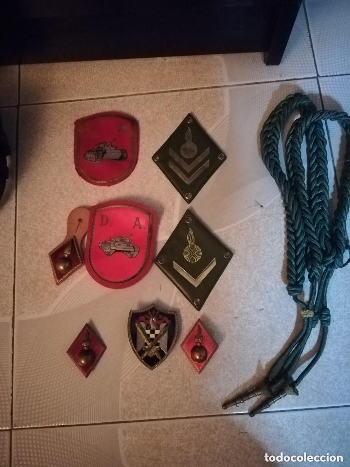 Militaria: LOTE CONJUNTO MILITAR, ESCUDO, GORROS, CINTURON ,TRINCHAS GALONES, INSIGNIAS, EMBLEMAS ETC. FOTOS - Foto 7 - 218684541