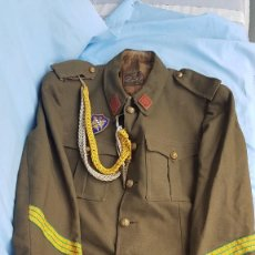 Militaria: GUERRERA EPOCA FRANCO CON CORDON Y EMBLEMA SEU. Lote 219429671