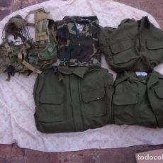 Militaria: LOTE ROPA MILITAR YCHALECO PORTA MATERIAL. Lote 220877916