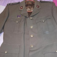 Militaria: CHAQUETA SAHARIANA MILITAR MÉDICO??. Lote 221413343