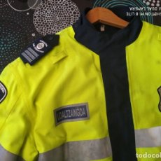 Militaria: CHAQUETON ANORAK INVIERNO POLICIA SAN SEBASTIAN DONOSTI GUARDIA MUNICIPAL MOTORISTA UDALTZAINGOA. Lote 233463260