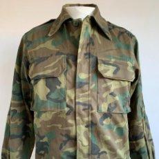 Militaria: TRAJE CAMUFLAJE BOSCOSO FEC SA 1988 EJÉRCITO DE TIERRA. Lote 235803875