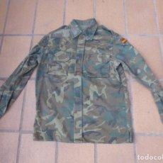 Militaria: CAMISOLA M-82 CAMUFLAJE BOSCOSO DEL EJÉRCITO ESPAÑOL. TALLA 42. Lote 236993305