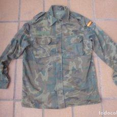 Militaria: CAMISOLA M-82 CAMUFLAJE BOSCOSO DEL EJÉRCITO ESPAÑOL. TALLA 42. Lote 236993430