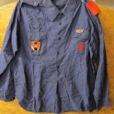 Militaria: CAMISA DE LA FALAGE CON INSIGNIA DE GUARDIA DE FRANCO. Lote 245196260