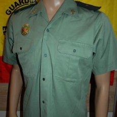 Militaria: CAMISA DE VERANO DE LA GUARDIA CIVIL DE TRAFICO CON LA GRADUACION DE ALFEREZ. Lote 246522150