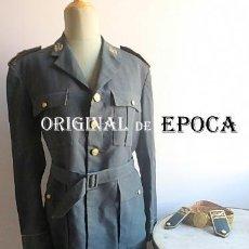 Militaria: (JX-210405)UNIFORME DE FUNCIONARIO DE PRISIONES,RÉGIMEN ANTERIOR,PALAS Y CINTURÓN DE GALA.. Lote 255948055