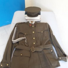 Militaria: SAHARIANA,CHAQUETA ALFÉREZ ARTILLERÍA CON GORRA. ÉPOCA DE POSGUERRA. Lote 257426385
