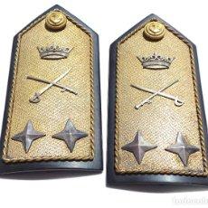 Militaria: HOMBRERAS ALMIRANTE CARLOS VILA MIRANDA, REGLAMENTO DEL 43. Lote 264267856