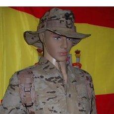 Militaria: UNIFORME MIMETIZADO ARIDO MISIONES ESPAÑOLAS EN EL EXTERIOR/BOTAS/CORREAJE/ PISTOLERA/CHAMBERGO. Lote 269644708