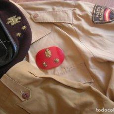 Militaria: CONJUNTO DE UNIFORMIDAD DE VERANO DE OFICIAL JEFE DE LA POLICIA NACIONAL. 1978-1986. TRANSICIÓN. Lote 270147638