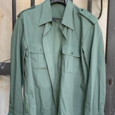 Militaria: CAMISA GUARDIA CIVIL NUEVA 79X50CMS. Lote 275464493