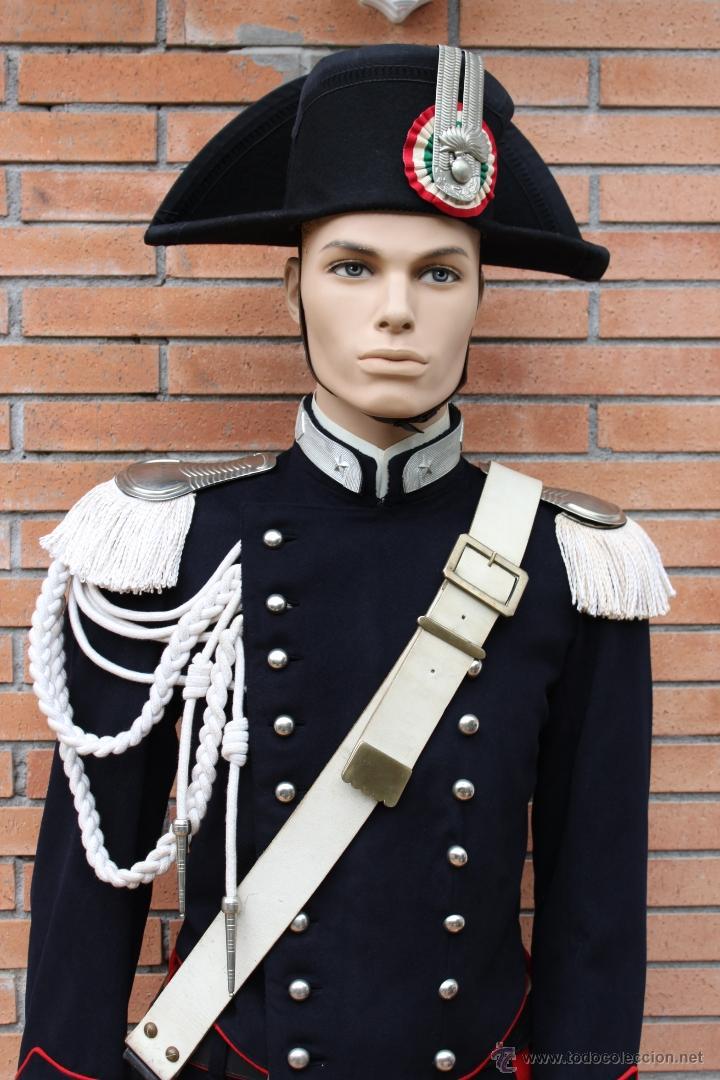 UNIFORME POLICIA ITALIANO - CARABINIERI ITALIA (Militar - Uniformes Extranjeros )