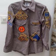 Militaria: CAMISA BOY SCOUTS DE AMERICA. INDIANA CAZADOR DE EDUCACION. VIVIR PARA JESUS, PARCHE BORDADO. Lote 44115121