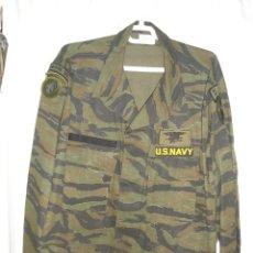 Militaria: GUERRERA USA CAMO TIGRE, VIETNAM PARA NAVY SEALS, CON TODOS SUS PARCHES, A ESTRENAR TALLA XL. Lote 46635299