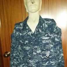 Militaria: USN. US NAVY. CHAQUETA PIXELADA AZUL DE UNIFORME DE FAENA. Lote 170745640
