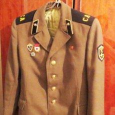 Militaria: CHAQUETA MILITAR SOVIETICA .SOLDADO RUSO CON INSIGNIAS .URSS. Lote 95188751