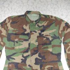 Militaria: AUTÉNTICA CAMISA CHAQUETA CAMUFLAJE US ARMY WOODLAND. Lote 84035760